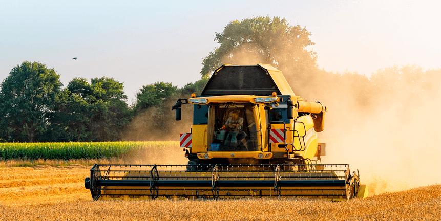 Jordbruksmaskin på en åker